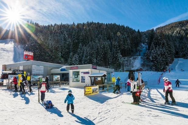 Soleado día de esquí en Misurina