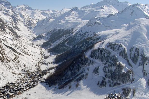 Val d'Isere en un soleado día de finales de marzo