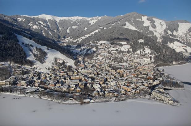 Espectacular imagen de la población de Zell am See
