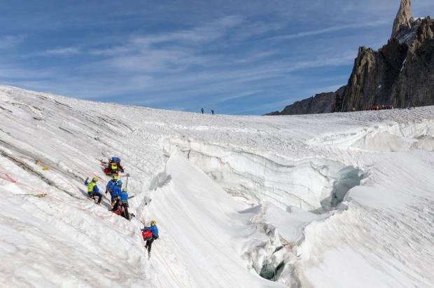 Luto en el Mont Blanc por la muerte de un guía de montaña en una grieta