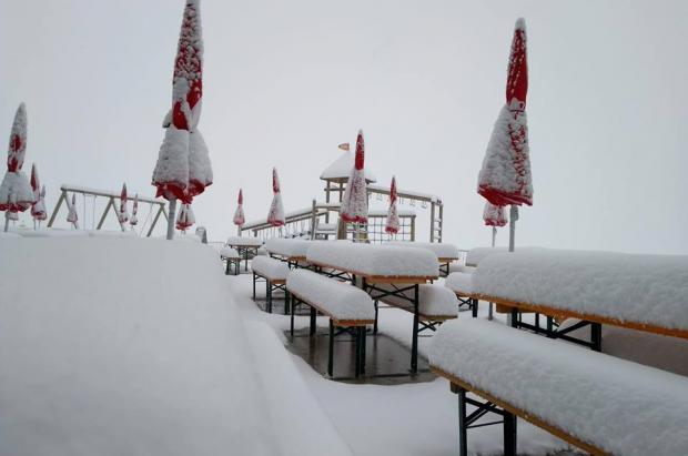 Las nevadas cubren de blanco los Alpes y los Pirineos y anuncian el final del verano