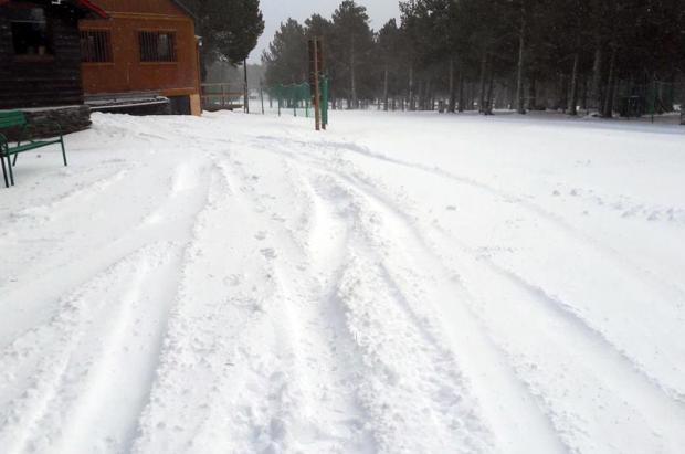 Varios vehículos 4x4 destrozan los itinerarios de esquí nórdico de Guils-Fontanera