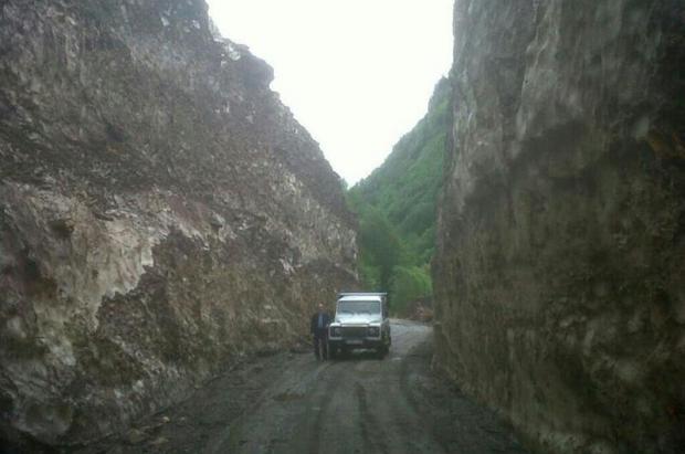 Trabajos de limpieza del alud de la carretera de la Artiga de Lin en el Valle de Arán
