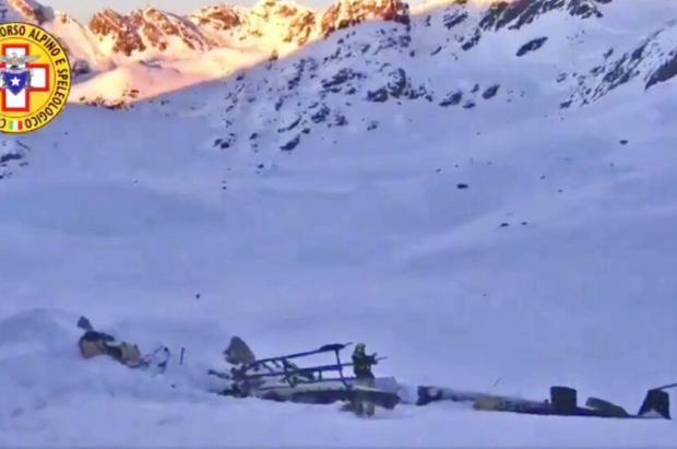 Cinco muertos y dos heridos en el choque entre una avioneta y un helicóptero en Alpes italianos