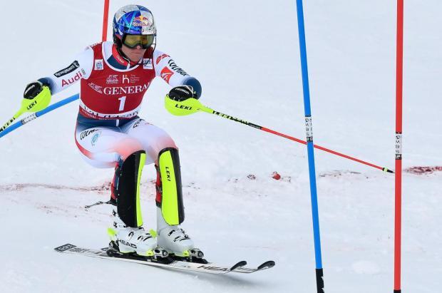 El esquiador francés Pinturault gana su primer slalom en cinco años en Val d'Isère