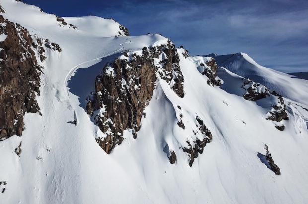El freerider Aymar Navarro nos lleva a esquiar los volcanes de Chile en su nuevo clip South Lines