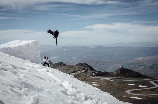 Un kicker para entrenar en la nieve durante el desconfinamiento en Sierra Nevada