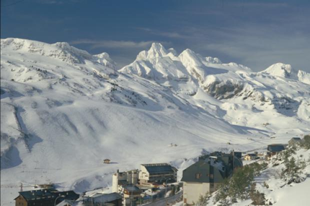 Record de afluencia de esquiadores en Candanchú y reapertura del telesilla Rinconada-Tortiellas