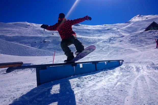 Snowboard pata negra