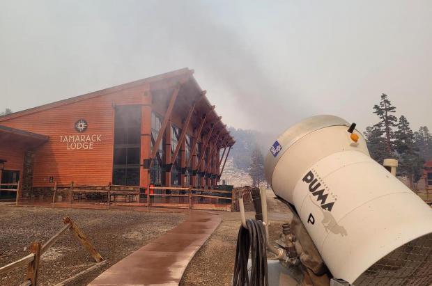 Las estaciones de esquí de Lake Tahoe utilizan telesillas y cañones de nieve para luchar contra el fuego