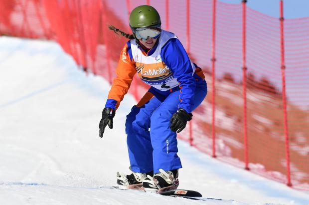 Podio de la barcelonesa Astrid Fina en la Copa del Mundo IPC 2019 de para-snowboard de La Molina