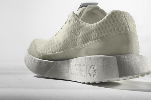 Salomon presenta la primera zapatilla de running reciclable como bota de esquí