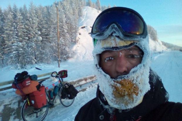 Un ciclista español que quería cruzar Siberia en bicicleta a -50ºC es rescatado con congelaciones