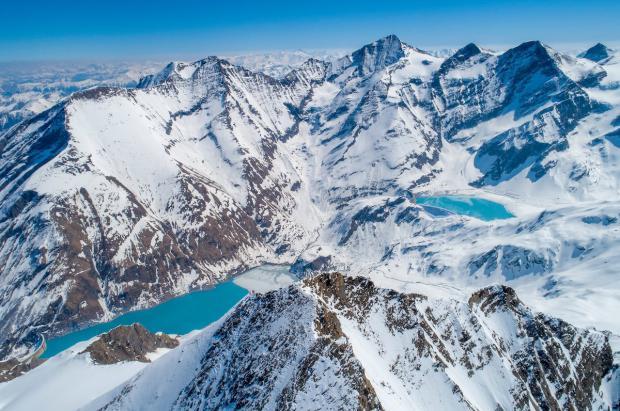 Apertura de las estaciones de esquí con glaciar de los Alpes para el esquí de verano