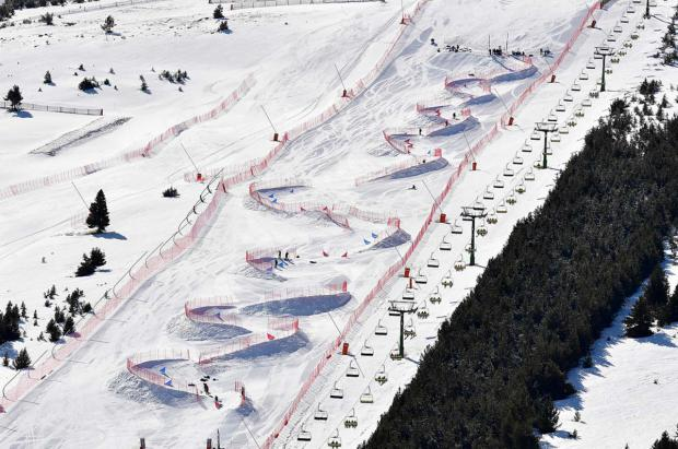 La-Molina-banked-slalom-IPC-parasnowboard-foto@Luc Percival