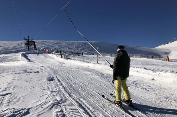 Sol, cielo azul y nieve polvo en el primer día de la temporada en La Molina