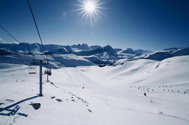 Cuatro de las seis regiones de esquí más grandes de Francia ya funcionan al 100% con energía verde