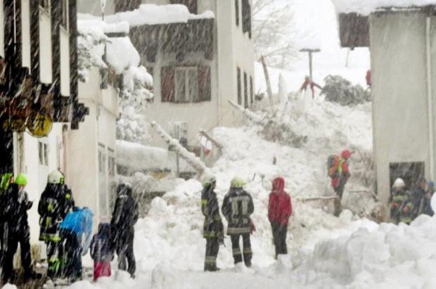 Dos avalanchas sepultan y dejan incomunicado Martell, un pequeño pueblo del Tirol del sur