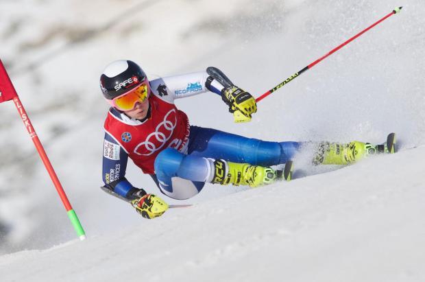 Se presenta el primer equipo femenino de esquí privado de España