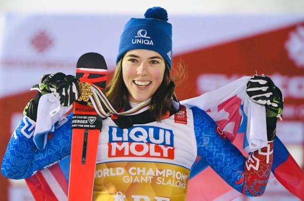 Una décima de segundo convierte a la esquiadora Petra Vlhova en campeona del mundo de Gigante