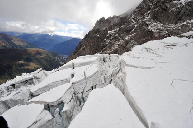 Evacuados vecinos y turistas por la amenaza de desprendimiento de un glaciar en los Alpes