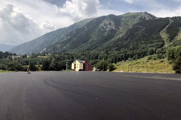 Porté Puymorens reasfalta el aparcamiento de la cota 1600