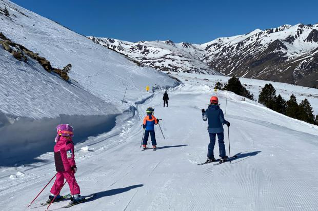 Las estaciones de esquí francesas, las únicas que siguen abiertas a pesar de fuertes críticas
