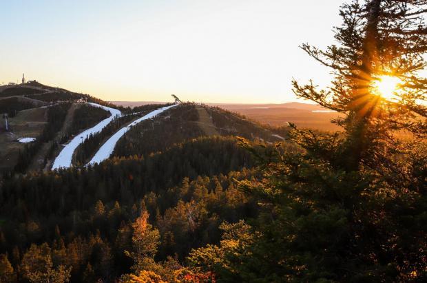El snow-farming permite a la estación de esquí de Ruka, en Finlandia, abrir el 5 de octubre
