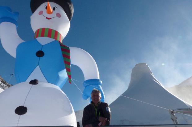 Austria construye el muñeco de nieve más grande del mundo