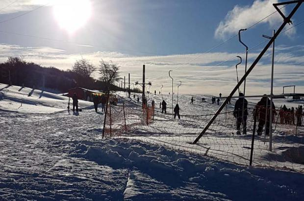 El centro de esquí Valdelén preparado para abrir este lunes