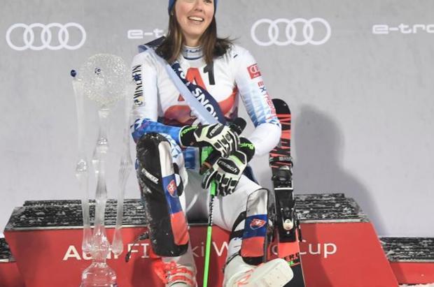 Mikaela Shiffrin es superada nuevamente por Petra Vlhova en el slalom de Flachau