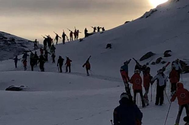 Mal estreno de esquí en Valgrande Pajares tras estropearse el único remonte a la cota alta