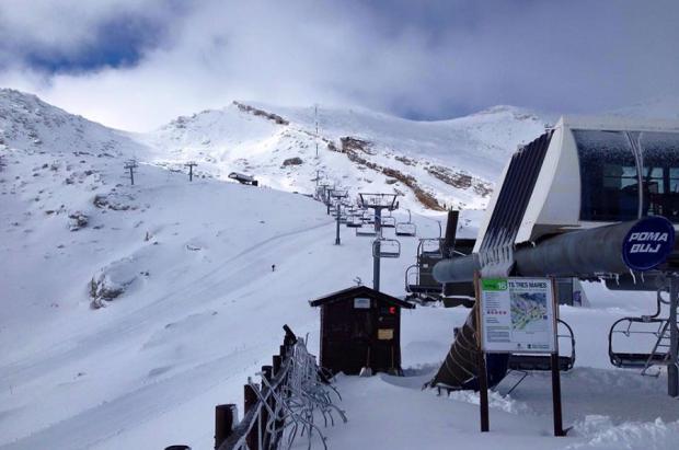 Alto Campoo abre de la noche a la mañana con 14 km de pistas y nieve polvo