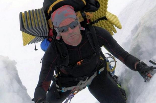 El viento y la nieve dificulta la búsqueda del montañero andaluz en el Cervino