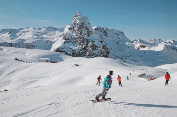 Aramón celebra las Uvas del mundo. Desde el mediodía, los esquiadores podrán festejar el nuevo año