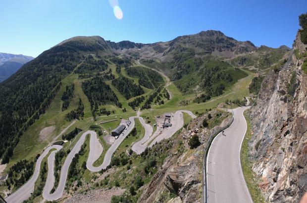 Los ciclistas satisfechos con el cierre veraniego de la carretera de La Coma de Arcalís