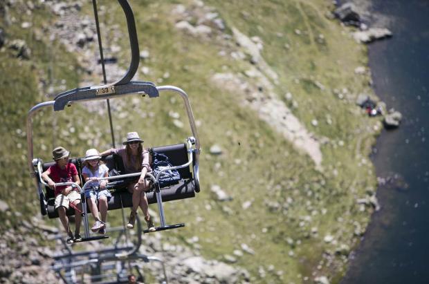Vallnord-Arcalís es un lugar privilegiado para el senderismo y las actividades familiares en verano