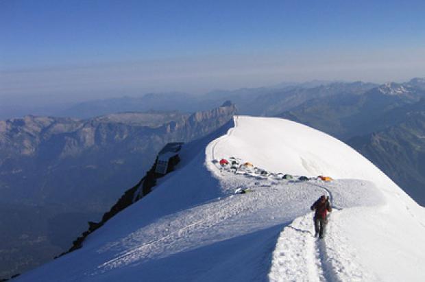Atención! Gendarmes vigilando en las vías de ascensión al Mont-Blanc durante este próximo verano