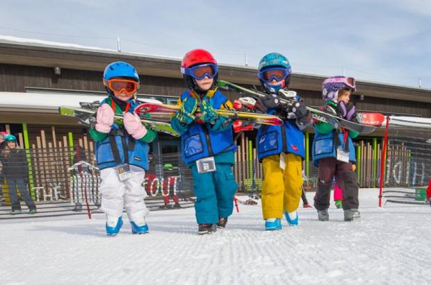 Se busca niñera para cuidar un niño en Aspen esquiando y cobrando 135.000 dólares