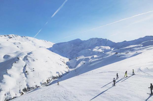 Aragón ha conseguido ya dar trabajo a más de 300 desempleados del sector de la nieve
