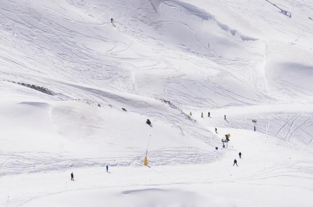 Inyección económica de 5,6 millones para los sectores de turismo y nieve de Huesca