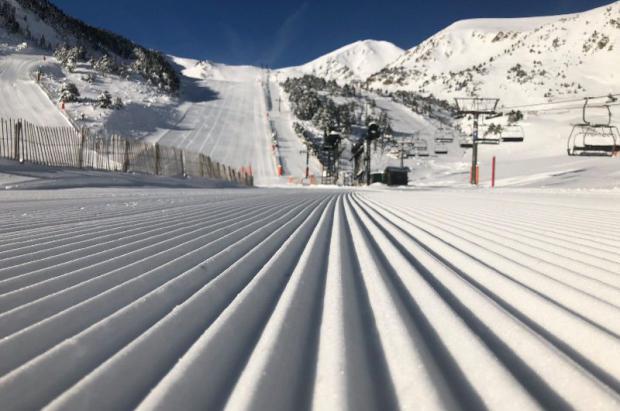 ¡Llega el día del esquiador! Todos los miércoles laborales esquí en España por 10 euros