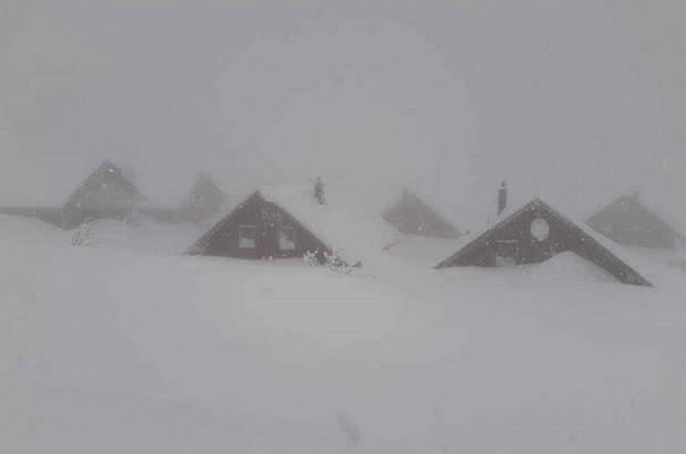Media Europa está al borde del caos a causa de las intensas nevadas y el riesgo de avalanchas