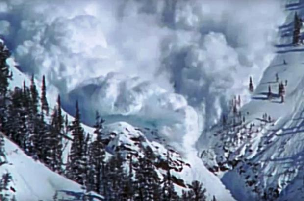 Una avalancha en Canadá acaba con la vida de 5 motoristas de nieve