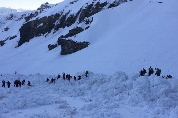 Un muerto y tres heridos en una avalancha en la estación suiza de Crans Montana