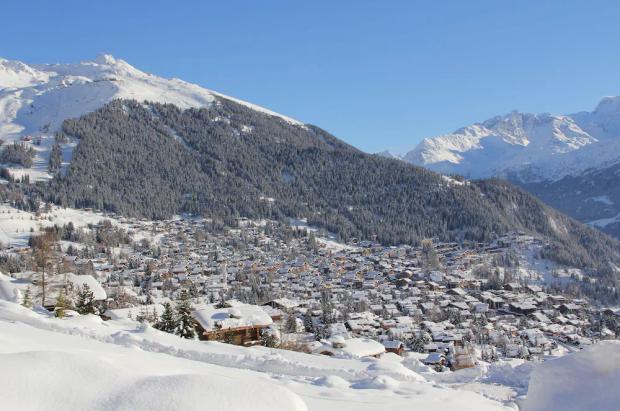 Unos 200 turistas británicos en cuarentena se escapan de la estación de esquí de Verbier