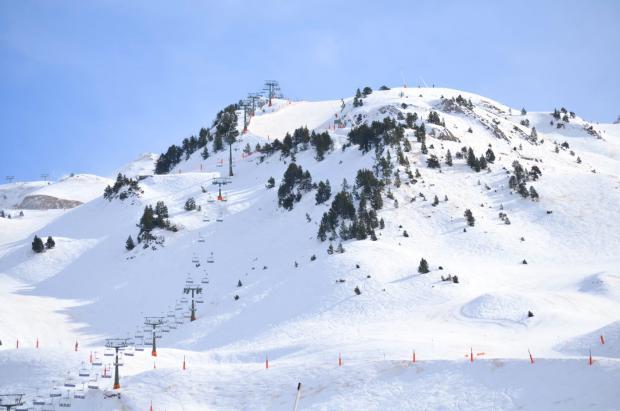 La Generalitat estudia levantar el confinamiento comarcal, lo que permitiría esquiar en Semana Santa