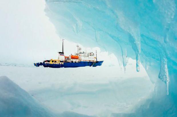 Expedición 'científica' a la Antártida para comprobar los efectos del calentamiento se queda atrapada por el hielo