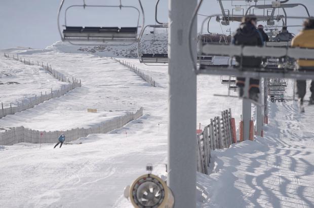 La Covatilla abrirá un invierno más esperando una modernización de la estación de esquí que no llega