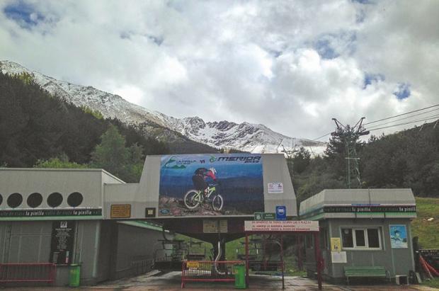 La Pinilla se prepara a la espera de la nieve y la apertura de los cierres perimetrales